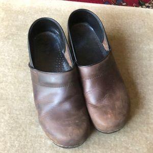 Dansko brown professional clogs 40 EUC leather
